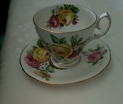 """Queen Anne Cup And Saucer """"manor Roses"""" Fine Bone China England"""