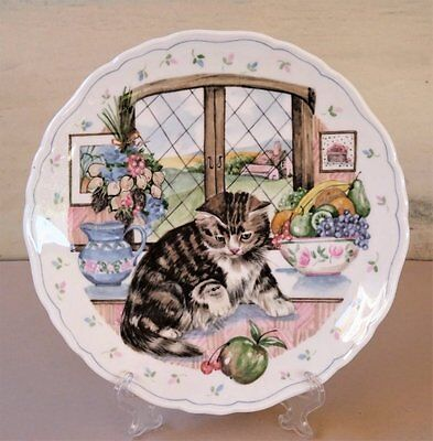 1988 *ROYAL ALBERT ENGLAND* Country Kitten Collection # 3 in series 'Curiousity'