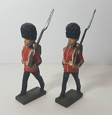 2 Lineol 7,5cm marching Coldstream soldiers (no Elastolin)