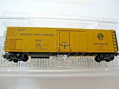 Micro-Trains #54800042 Western Fruit Express/Great Northern 51' Mech  RF Z-Scale