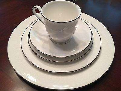 Lenox Hannah Platinum Bone China 5-Piece Place Setting • $100.00 ...