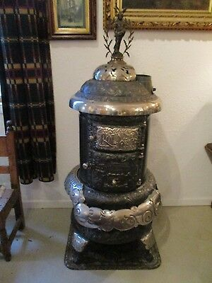 Beckwith Round Oak Stove with Doe Wah Jack  Finial
