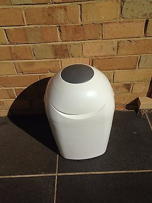 Tommee Tippee Sangenic Closer To Nature Nappy Disposal System/Bin