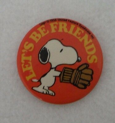 """1970's Vintage Snoopy """"Let's Be Friends"""" Hockey Pin"""