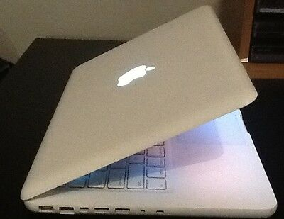 "Apple MacBook A1342 13""  2.26GHz Intel Core 2 Duo 4GB RAM DDR3 250GB HDD"