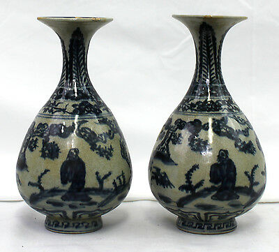 Pair Old Chinese Porcelain Blue and White Vase with Figures (7712)
