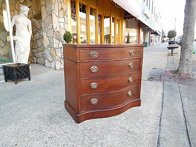 Outstanding Mahogany Four Drawer Serpentine Front Chest By Drexel 20th Century