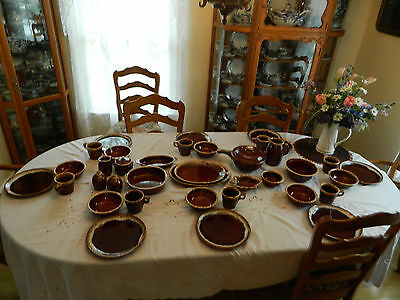 Hull Pottery Brown Drip Dinnerware Set for (8) with/13 Serving Pieces 10-5