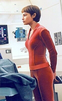 2001 STAR TREK: ENTERPRISE Jolene Blalock as T'Pol red uniform 6x10 profile prt