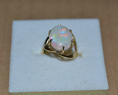 BEAUTIFUL VINTAGE 18ct GOLD SOLID WHITE OPAL RING