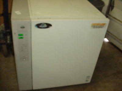 Nuaire Model Nu-4750 Co² Water Jacketed Incubator 115V