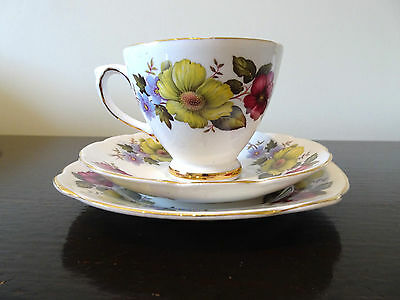 Royal Sutherland Bone China Trio Anemone Green Blue Red Flower Cup Saucer Plate