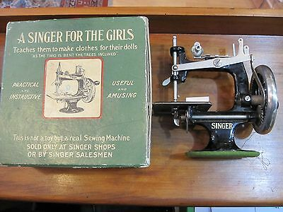 *singer For The Girls*antique Miniature Sewing Machine-Macchina Cucire Primi 900