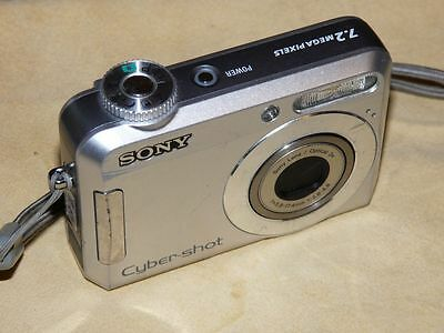 Sony Cyber-shot DSC-S650 7.2MP - Digital Camara - Plateado