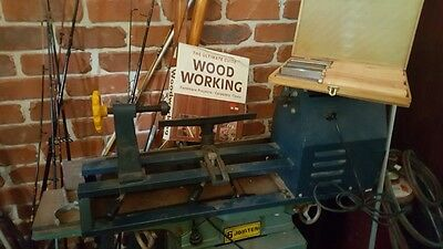 Wood Lathe, good condition with set of brand new knives and includes