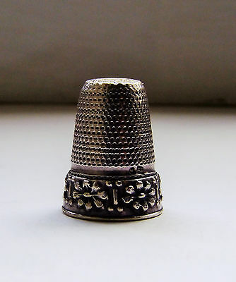 Antique   Solid  Silver  Thimble   With Beautiful Flowers Around