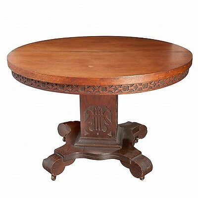 AMERICAN CLASSICAL STYLE OAK EXTENSION DINING TABLE. Lot 2111