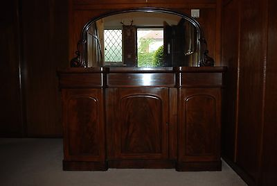 Lovely Victorian mahogany sideboard with mirror
