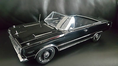 Greenlight 1967 Plymouth Beldevere GTX Convertible 1-18 scale