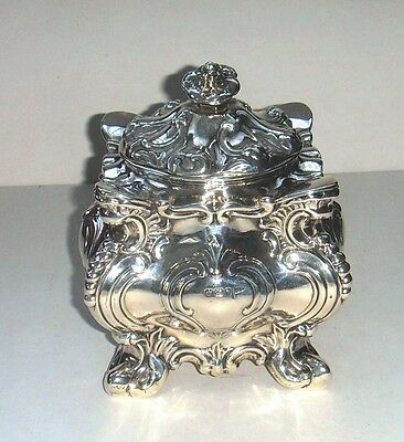 Antique Sterling silver sugar bowl with cover: Walker & Hall, Sheffield, 1896.