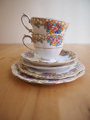 """Gorgeous """"Royal Albert"""" 2534 Set of 2 Cup & 4 Saucers. Great Condition!"""