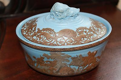 Potted meat tureen / lidded dish, with boar-hunting scenes (possible Prattware)