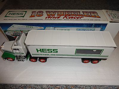 Hess 18 Wheeler And Racer 1992 *** New In Box ***