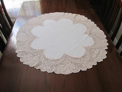 Gorgeous Vintage Round Tablecloth With Filet Crochet Lace Edge And Linen Centre