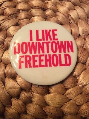 """Vintage I LIKE DOWNTOWN FREEHOLD NEW JERSEY NJ PIN PINBACK BUTTON 2"""""""