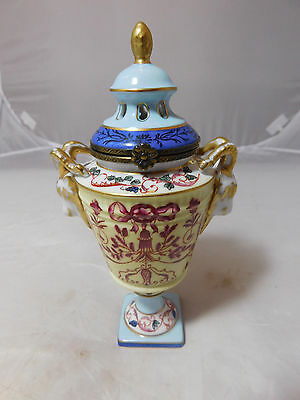CHELSEA HOUSE LIDDED URN with RAM HEADS