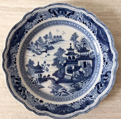 Antique Chinese Decorative Blue and White Porcelain Plate 24 cm