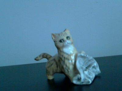 """Vintage Royal Doulton Cat With Newspaper 2.5"""""""