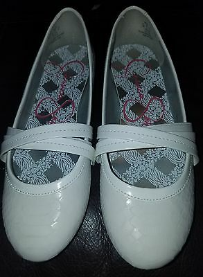 Girl's size 4M white dress shoes by Jessica Simpson