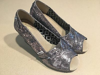 TOMS Women's Silver Sequin Wedge Peep Toe Shoes Size 7.5