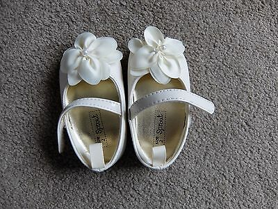NEW Baby Girls Shoes Size 2 Cream/Ivory Colour Sprout Brand