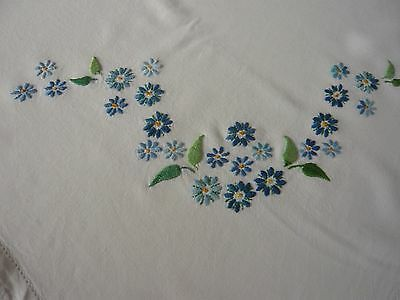 Vintage White Lace-Edged Embroidered Tablecloth: Floral Garlands