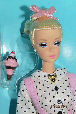NRFB BARBIE SODA SHOP WILLOWS WI rétro collector collection DGX89 gold lab 2016