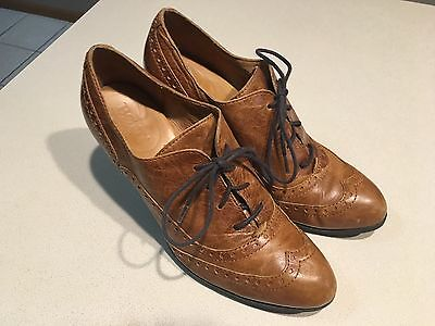 BORN Women's Brown Wingtip Leather Lace Up Ankle boots Size 10