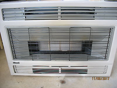 Rinnai Spectrum 28 Natural Gas Space Heater - Inbuit model