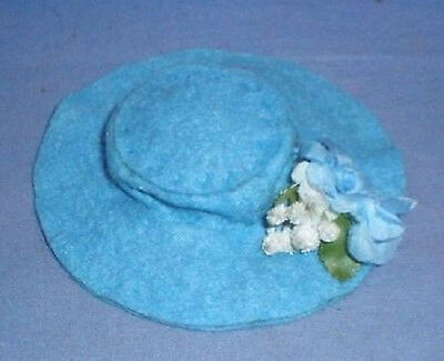 Puppenhut Filz hellblau m. Garnitur/ doll hat felt light blue w. decoration