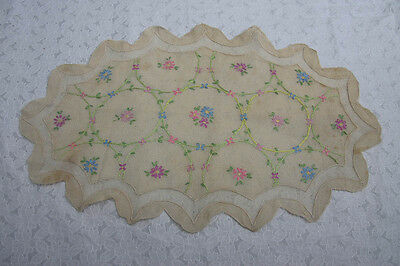 Vintage Hand Embroidered Doily Table Mat (243)