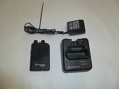 Motorola Minitor IV 470-477.9 MHz UHF Stored Voice Fire EMS Pager w Charger