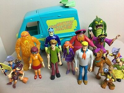 Scooby-doo Fold Out Mystery Machine Van Figures with Villans