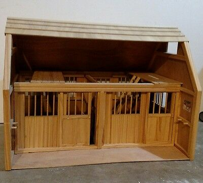 Large Breyer Horse Barn Two Stalls Sliding Stall Doors w/ Accessories