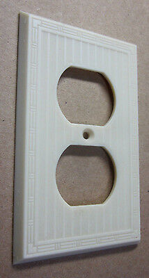 1 Vintage Antique Art Deco Ribbed Dashed Ivory Color Bakelite Outlet Plate Cover