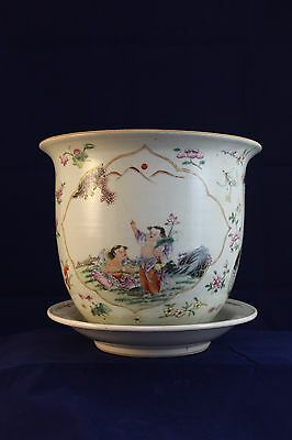 A Chinese Antique Famille Rose Porcelain  Flowerpot