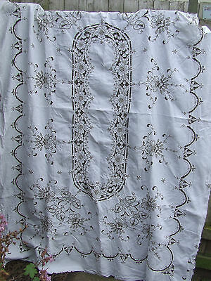 """BEAUTIFUL VINTAGE MADEIRA EMBROIDERY AND  LARGE LINEN TABLECLOTH 96"""" x 67 """""""
