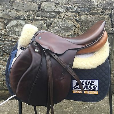 "Stubben Jumping Saddle 17"" MW"