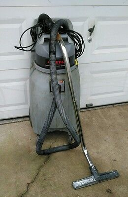 Betco 20 Gallon Commercial Wet Vac w/Squeegee Wand