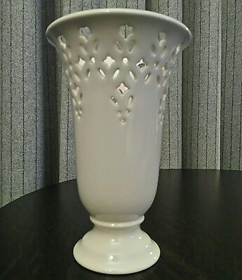 HARTLEY GREENS & Co Leeds Pottery Leedsware Creamware Trumpet Flared Footed Vase